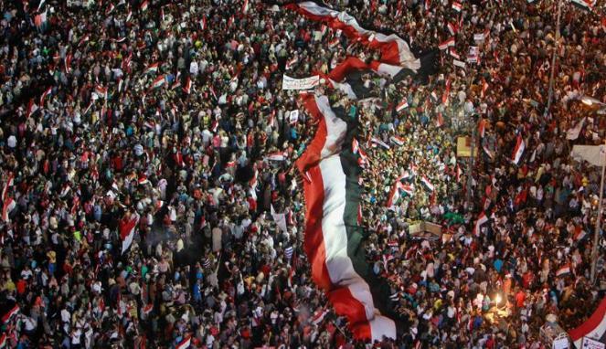 216184_massa-pendukung-militer-mesir-berkumpul-di-tahrir-square--kairo_663_382